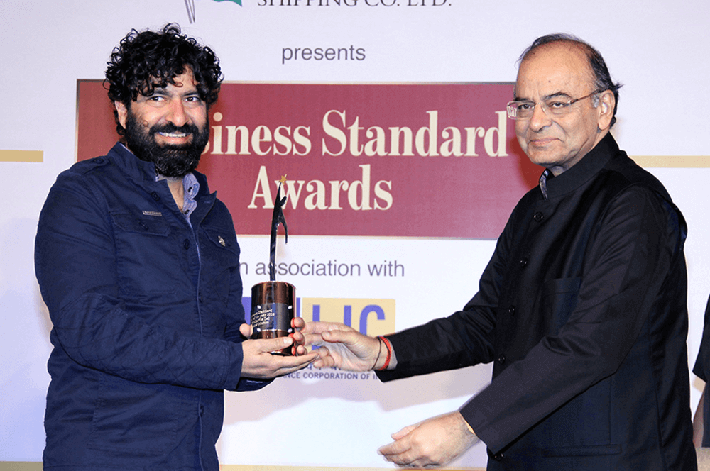 Eicher Motors MD and CEO Siddhartha Lal and Finance Minister Arun Jaitley at the Business Standard Annual Awards in Mumbai